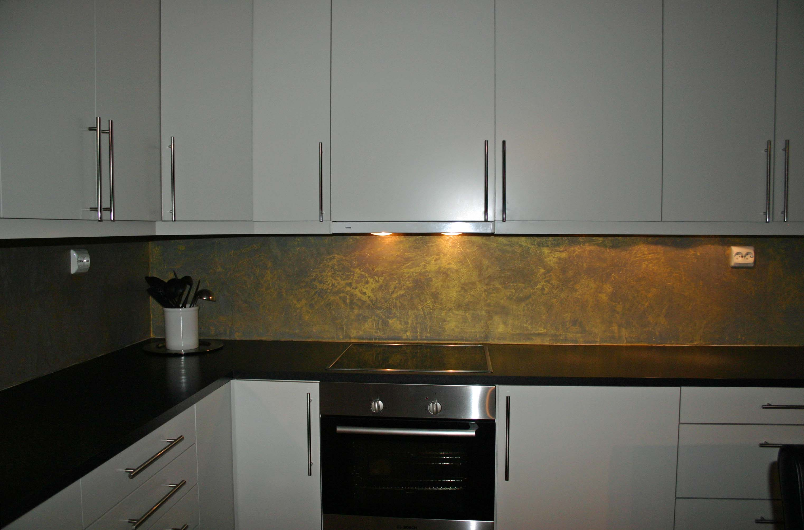 Stucco luksus kjøkkenspeil gull effekt