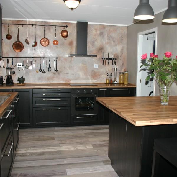 fugefritt kjøkken med dekorsparkel og betong-look